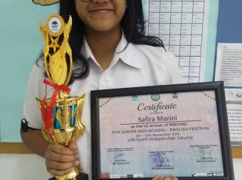 madania-higher-secondary-won-the-writing-competition-at-uin-english-festival-2016