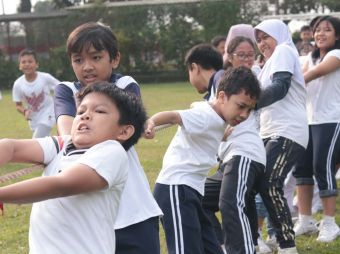 madania-primary-school-held-traditional-outdoor-games
